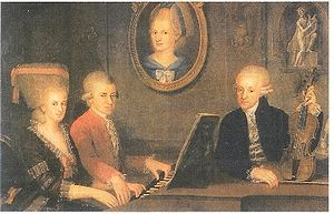 Mozart's family with his dead mother's portrait on wall